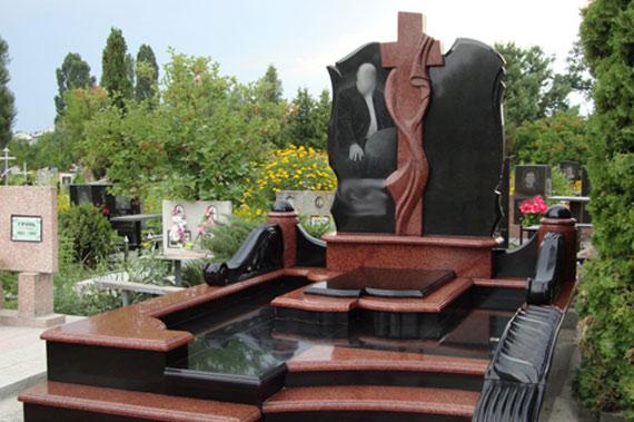 Памятник - фото 1
